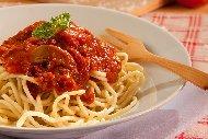 Постни спагети с доматен сос с гъби печурки и сушени домати